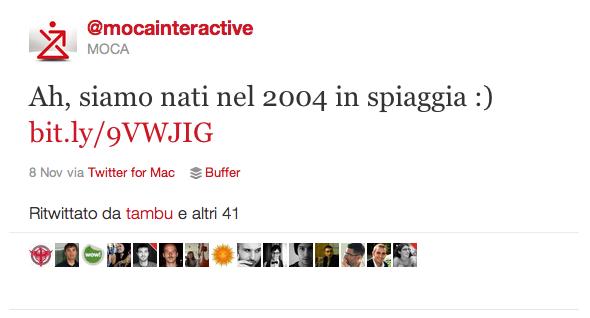 """Tweet @mocainteractive: """"Ah, siamo nati in spiaggia nel 2004"""